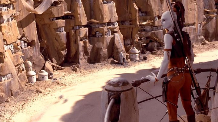 The holding will have Sing in Star Wars I : The phantom menace - Movie Outfits and Products
