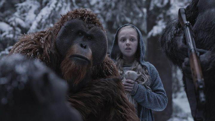 Fashion Trends 2021: The hooded jacket from Nova (Amiah Miller) in The planet of the apes supremacy