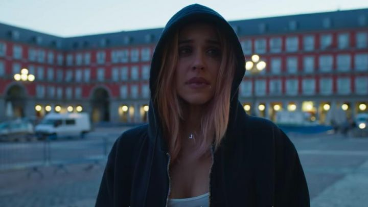 The hoody black of Sofía (Amaia Salamanca) in Spite of Everything movie