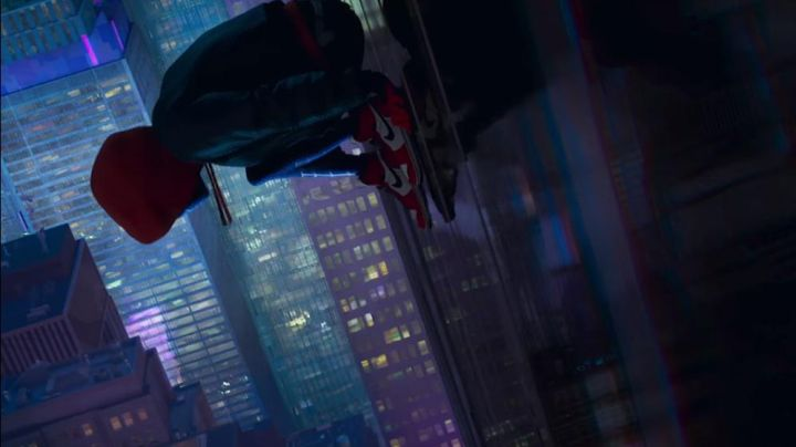 The hoody red of Peter Parker in Spider-Man: Into the Spider-Verse - Movie Outfits and Products