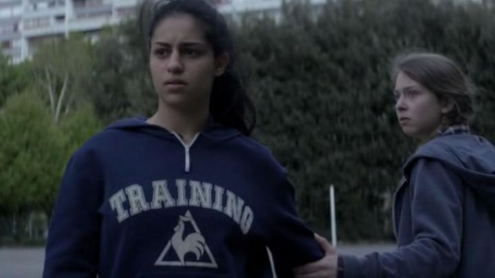 """The hoody's """"TRAINING"""" Le Coq Sportif Leila (Sofia Lesaffre) in Only - Movie Outfits and Products"""