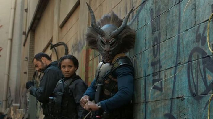 The horned masks of Erik Killmonger (Michael B. Jordan) in a Black Panther - Movie Outfits and Products