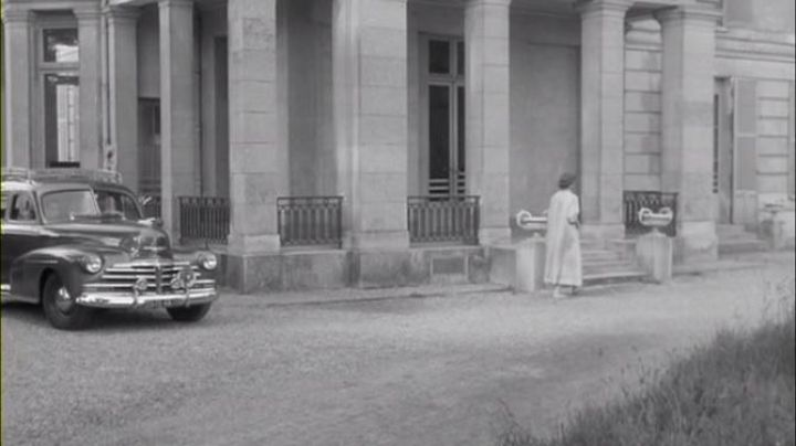 The hospital at 158 Rue de Versailles, Le Chesnay in eyes without a face - Movie Outfits and Products