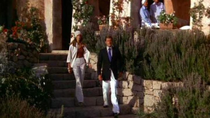 The hotel Cala di Volpe in Sardinia, where down James Bond (Roger Moore) in The spy who loved me - Movie Outfits and Products