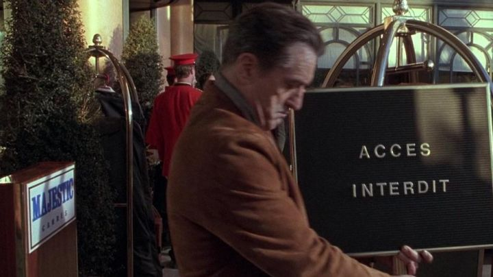 The hotel Majestic Barrière in Cannes preview in the movie Ronin with Robert De Niro - Movie Outfits and Products