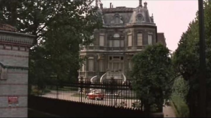 The house of Nicole at 38 Rue Parmentier in Neuilly-sur-Seine in How to steal a million dollars - Movie Outfits and Products