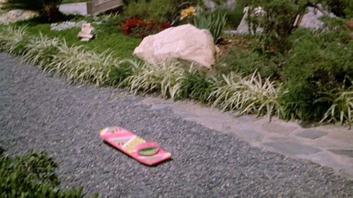 The hoverboard Marty McFly (Michael J. Fox) in Back To the future II - Movie Outfits and Products
