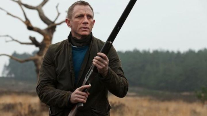 The hunting vest worn by James Bond (Daniel Craig) at the end of Skyfall movie