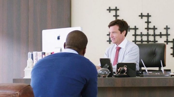 The iMac Trevor (Jason Bateman) in Agents Almost Secret - Movie Outfits and Products