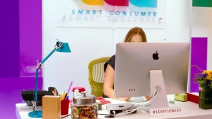 The iMac of the hostess of the host of Smart Consumer in Target - Movie Outfits and Products
