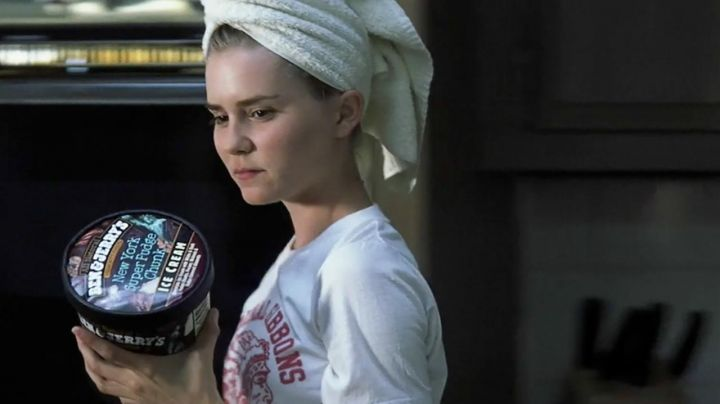 The ice Ben & Jerry s of Angela (Alison Lohman) in The Associated - Movie Outfits and Products