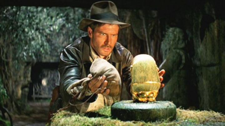 The idol used by Harrison Ford (Indiana Jones) in Raiders of the Lost Ark - Movie Outfits and Products