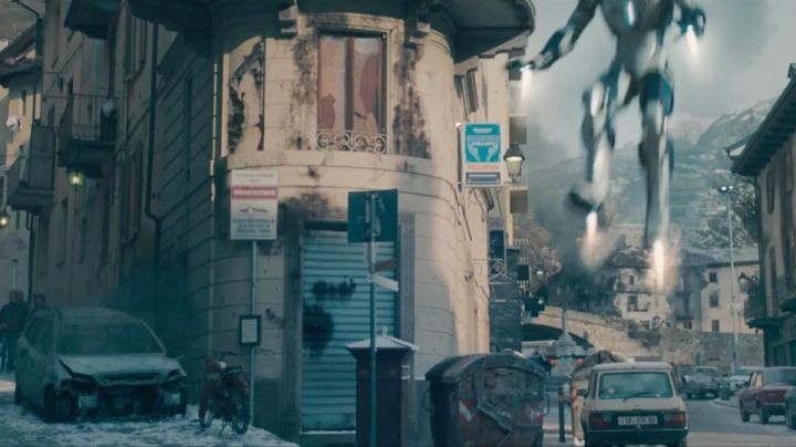 The intersection of Via rue E. Chanoux and Via Roma to Aosta in Italy in Avengers : Age of Ultron - Movie Outfits and Products
