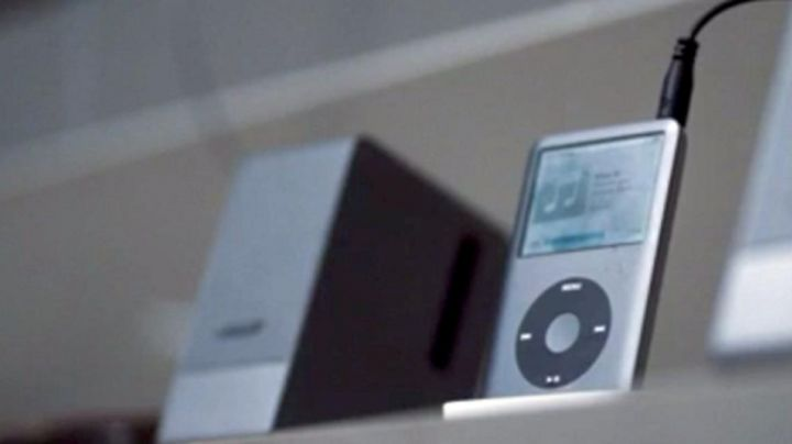 The ipod classic is seen in The hunter - Movie Outfits and Products