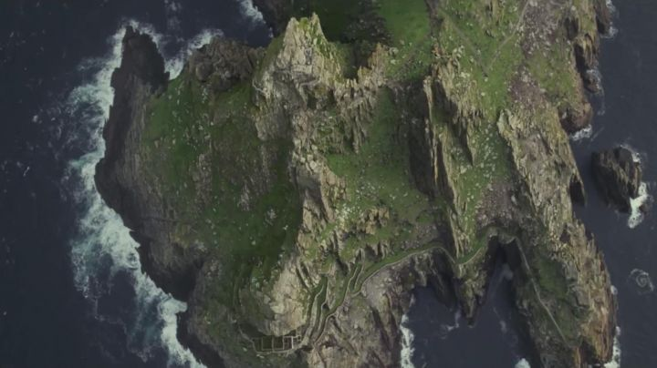 Fashion Trends 2021: The island of Skellig Michael in Ireland is the setting for Star Wars VIII : The last Jedi