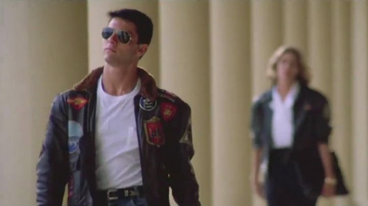 Fashion Trends 2021: The jacket / Bomber leather Pete Maverick (Tom Cruise) in Top Gun