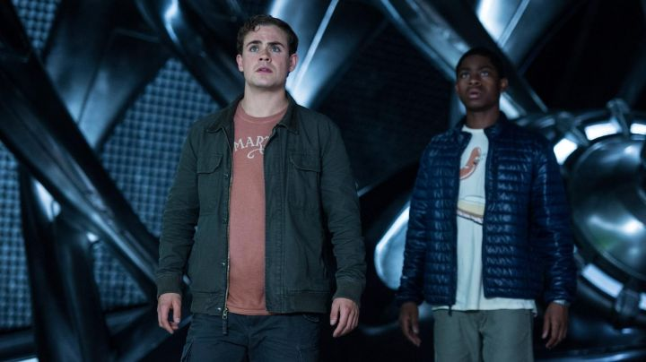 Fashion Trends 2021: The jacket Dacre Montgomery (Jason Lee) in Power Rangers