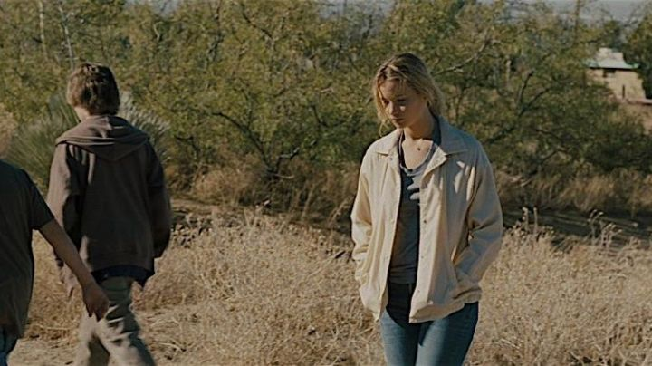 The jacket Mariana (Jennifer Lawrence) in Far from the scorched earth movie