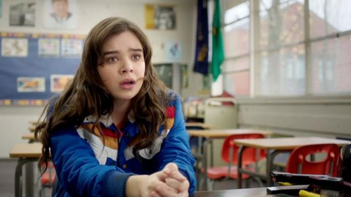 Fashion Trends 2021: The jacket Nadine Franklin (Hailee Steinfeld) in The Edge of Seventeen