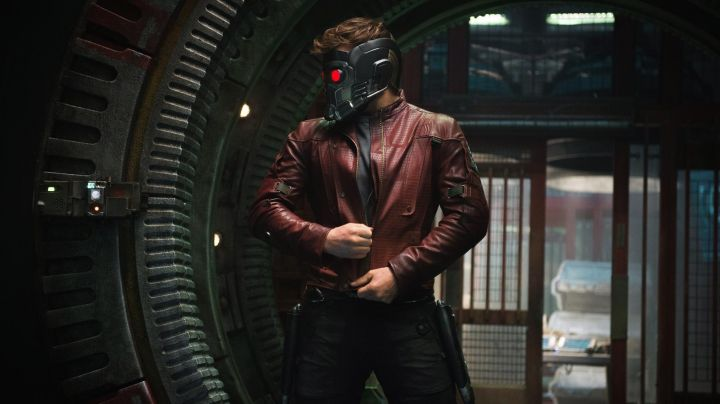 The jacket bordeaux of Peter Quill Aka Star-Lord (Chris Pratt) in Guardians of the Galaxy movie