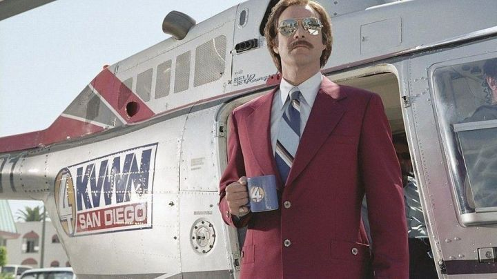 Fashion Trends 2021: The jacket bordeaux of Ron Burgundy (Will Ferrell) in Anchorman star : The Legend of Ron Burgundy