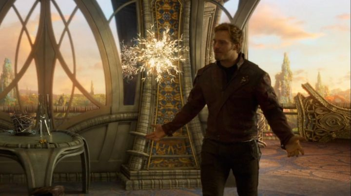 Fashion Trends 2021: The jacket bordeaux of Star Lord / Peter Quill (Chris Pratt) in guardians of the galaxy vol 2