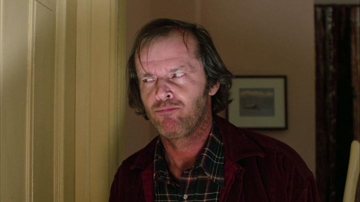 Fashion Trends 2021: The jacket in the burgundy velvet of Jack Torrance (Jack Nicholson) in The Shining