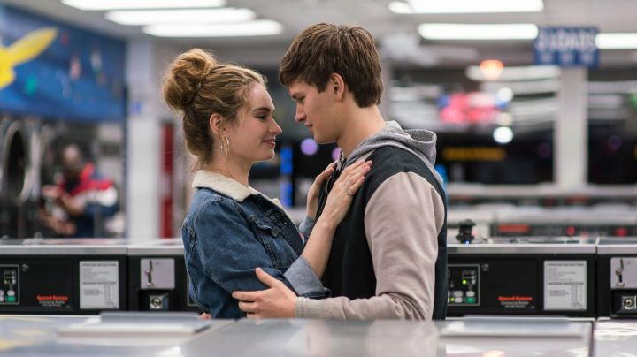 The jacket jean fur collar of Debora (Lily James) in Baby Driver - Movie Outfits and Products