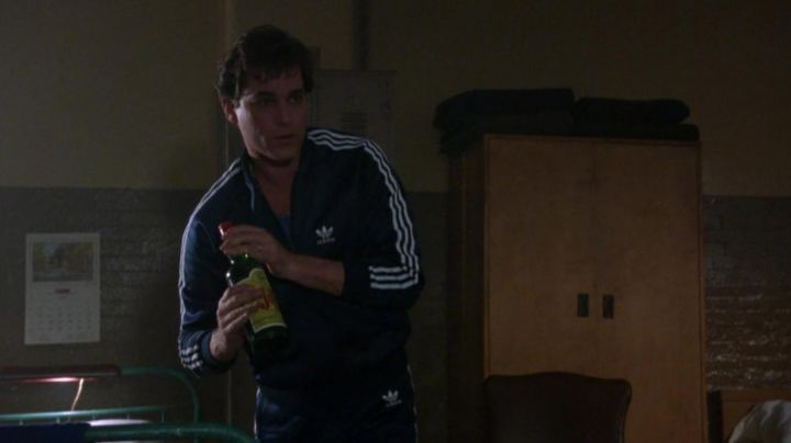 The jacket of Adidas jogging blue of Henry Hill (Ray Liotta) in Goodfellas movie