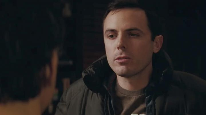 The jacket of Charlie (Casey Affleck) in The Case of Central Park - Movie Outfits and Products