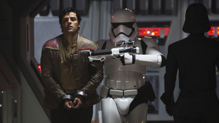 Fashion Trends 2021: The jacket of Poe Dameron (Oscar Isaac) in Star Wars VII : The awakening of the force