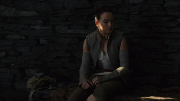 Fashion Trends 2021: The jacket of Rey (Daisy Ridley in Star Wars VIII : The last Jedi