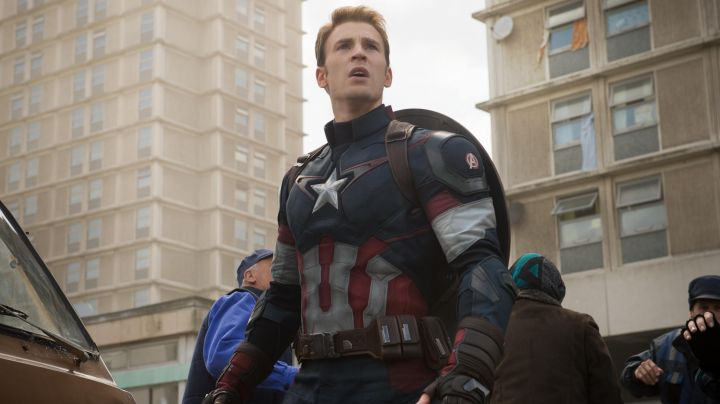 Fashion Trends 2021: The jacket of Steve Rogers / Captain America (Chris Evans) in Captain America : The age of Ultron