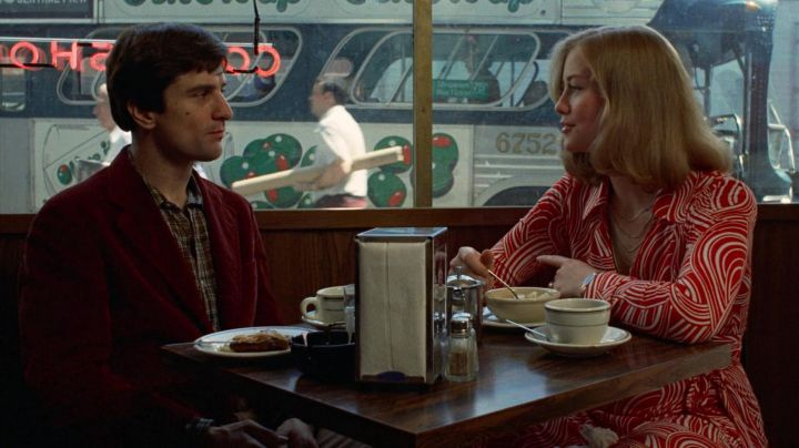 The jacket velour red Travis Bickle (Robert De Niro) in Taxi Driver movie