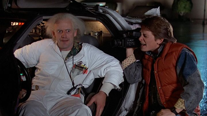 The jacket without handle red Marty McFly (Michael J. Fox) in Back to the future movie