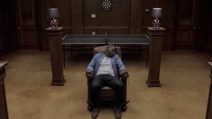 The jean Chris Washington (Daniel Kaluuya) in Get Out - Movie Outfits and Products