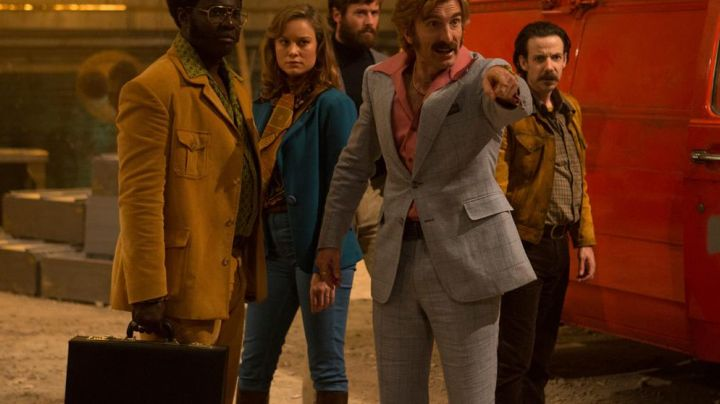 The jean Justine (Brie Larson) in Free Fire - Movie Outfits and Products