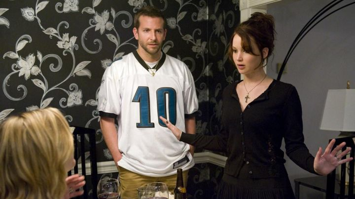 Fashion Trends 2021: The jersey NFL Philadelphia Eagles Pat Solitano (Bradley Cooper) in Happiness Therapy