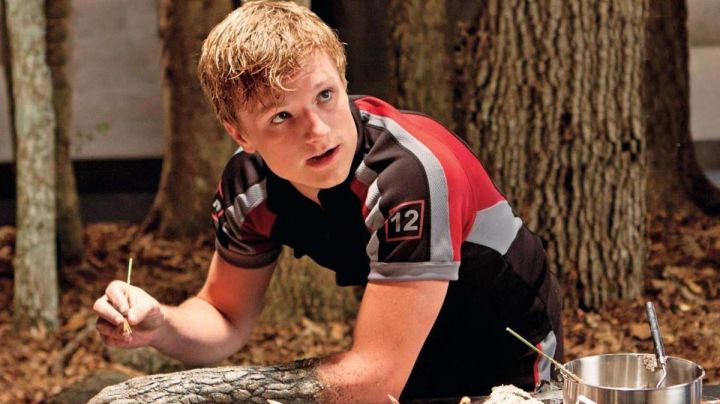The jersey of training of District 12, Peeta Mellark (Josh Hutcherson) in the Hunger Games - Movie Outfits and Products