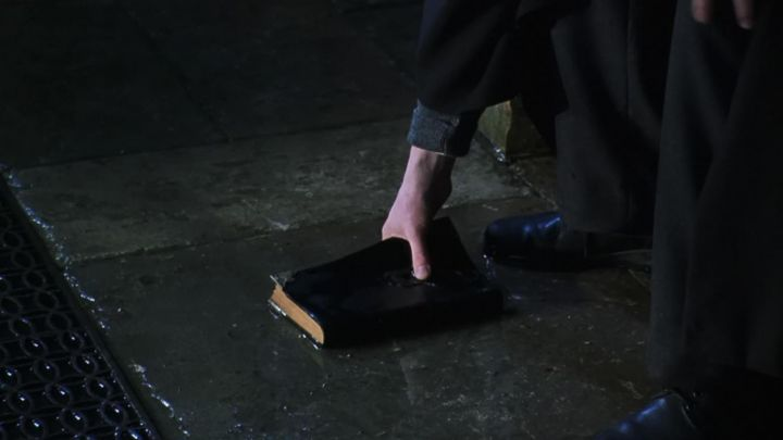 The journal de Tom Jedusor (Frank Dillane) in Harry Potter and the chamber of secrets Movie