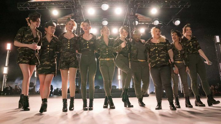 The khaki pants of Beca (Anna Kendrick) in Pitch Perfect 3 Movie
