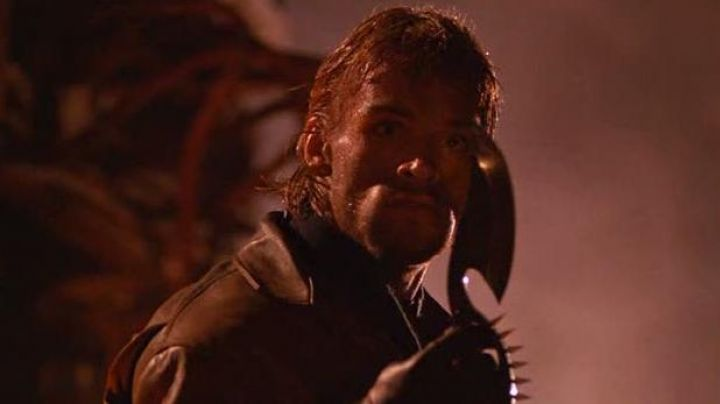 The knife of the assassin (Brian Thompson) in Cobra - Movie Outfits and Products