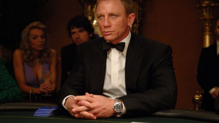 The knot-butterfly Turnbull & Asser James Bond (Daniel Craig) in Casino Royale - Movie Outfits and Products