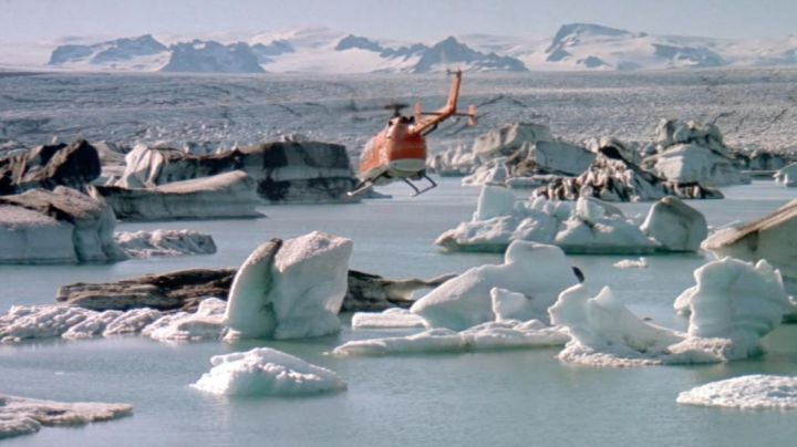 The lagoon ice of Jokulsarlon in Iceland in Dangerously yours - Movie Outfits and Products