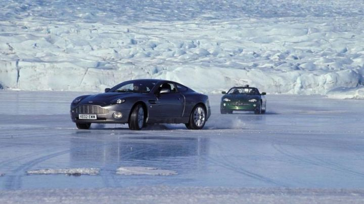The lagoon ice of Jokulsarlon in Iceland in James Bond : Die another day - Movie Outfits and Products
