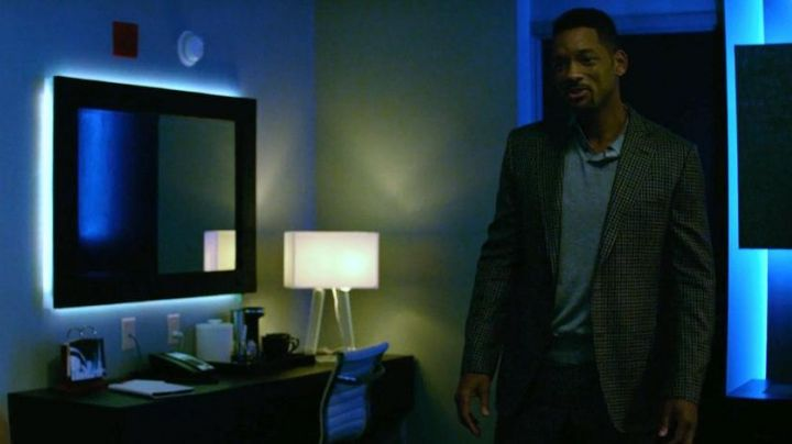 The lamps Pablo in Nicky (Will Smith) in Diversion - Movie Outfits and Products