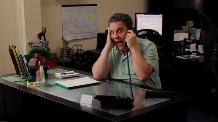 "The landline phone black Ed (Jeff Garlin) in ""Girls Only"" - Movie Outfits and Products"