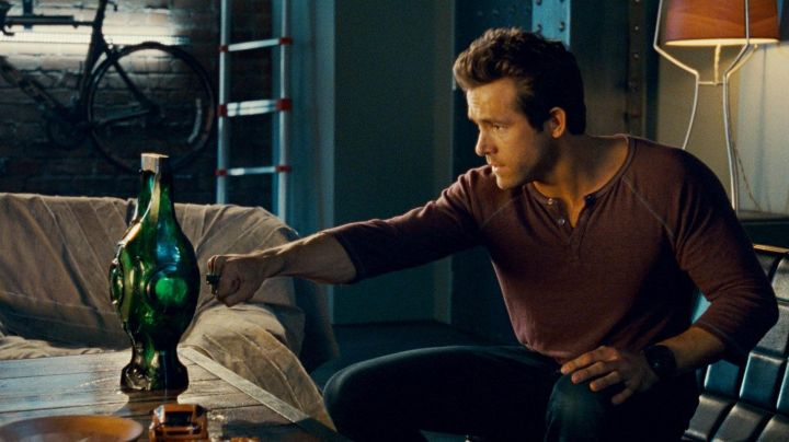 The lantern of Hal Jordan / Green Lantern (Ryan Reynolds) in Green Lantern - Movie Outfits and Products