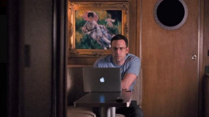 The laptop of Ben Affleck in Mr Wolff - Movie Outfits and Products