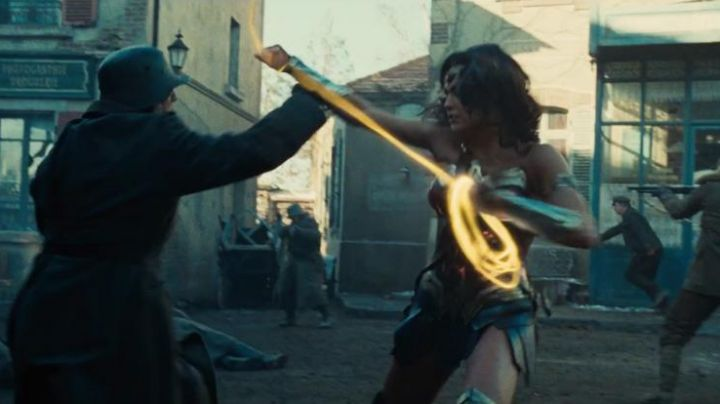 Fashion Trends 2021: The lasso of truth Diana Prince / Wonder Woman (Gal Gadot) in Wonder Woman